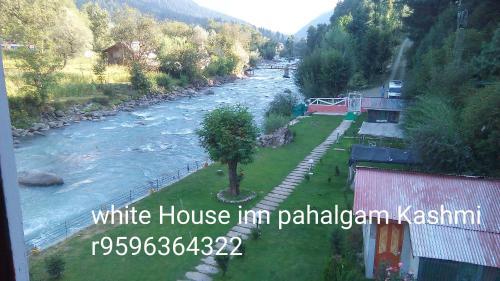 White House Inn, Anantnag