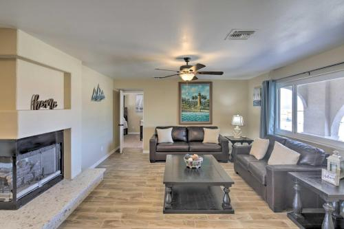 Home with Patio about 10 Mins to Golf and Lake Havasu!, Mohave