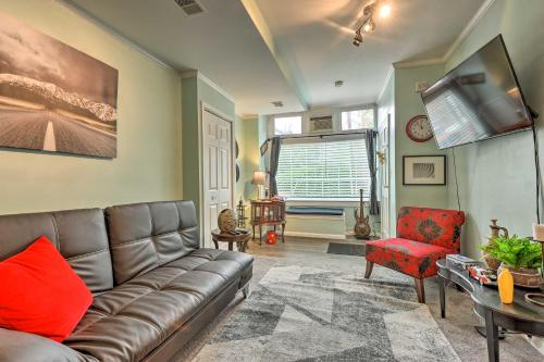 Charming Carriage Apt Walk to Museums and Dining!, Baltimore