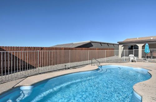 Home with Patio about 10 Mins to Golf & Lake Havasu!, Mohave