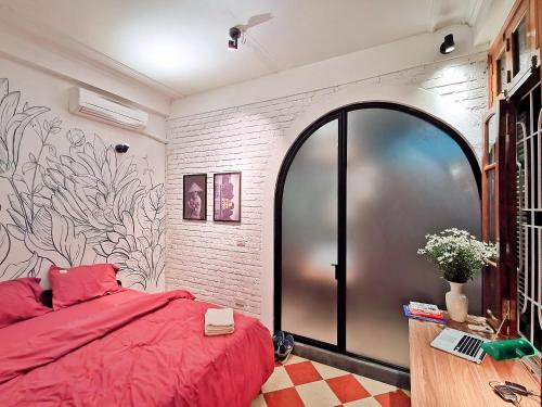 Cosy romantic bedroom with window view .ensuite, Đống Đa