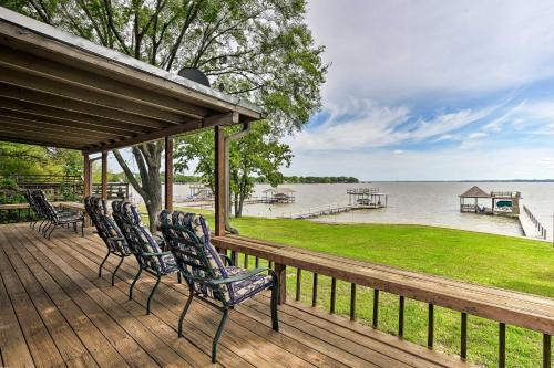 Cedar Creek Lakefront Home with Dock&Game Room!, Henderson