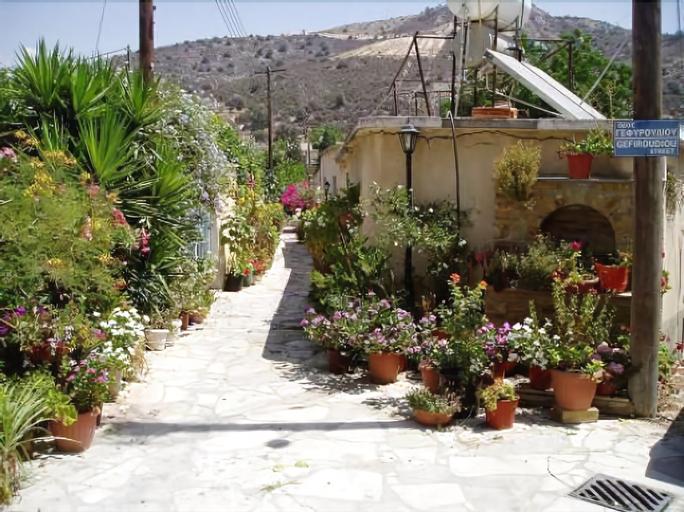 Romios Holiday Apartments,