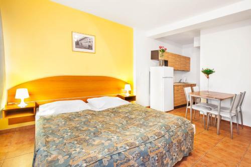 Apartment in Zizkov Sleeps 2 with WiFi, Praha 8