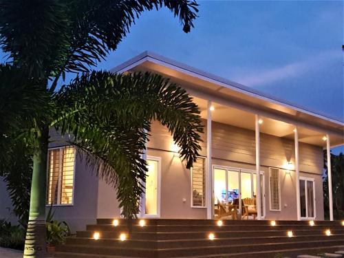 Luxury Beachside Home, Satupaitea