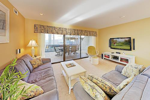 New Listing! Lovely Sea Colony Escape with 12 Pools condo, Sussex