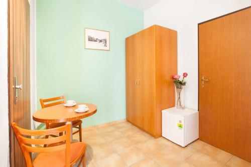 Zizkov Apartment Sleeps 2 with WiFi, Praha 8
