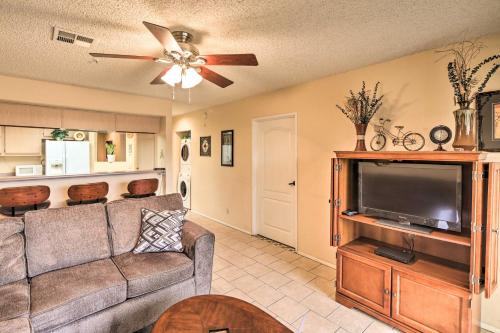 Queens Bay Resort Condo - Walk to Golf, Pool, Beach, Mohave