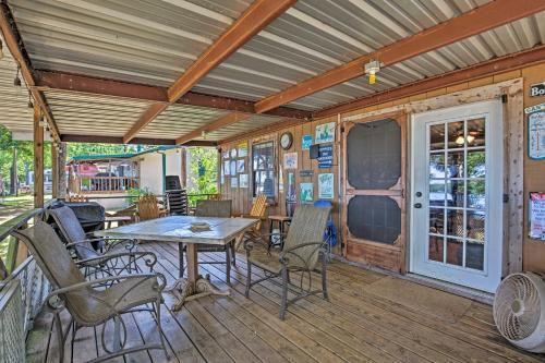Cozy Cabin on Cedar Creek Lake with Grill & Kayak!, Henderson