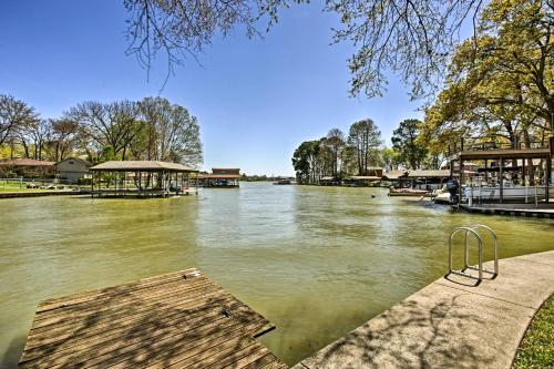 Gun Barrel City Cottage with Boat House, Deck & Views, Henderson