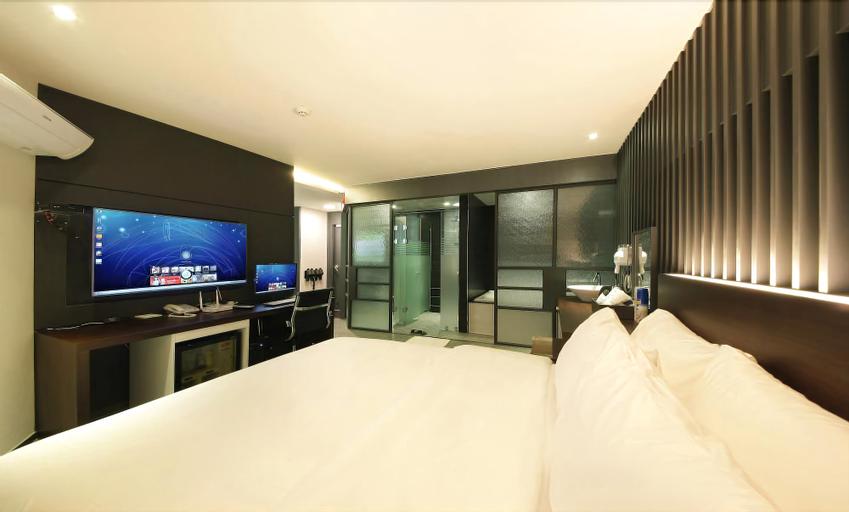Dream Hotel, Pocheon