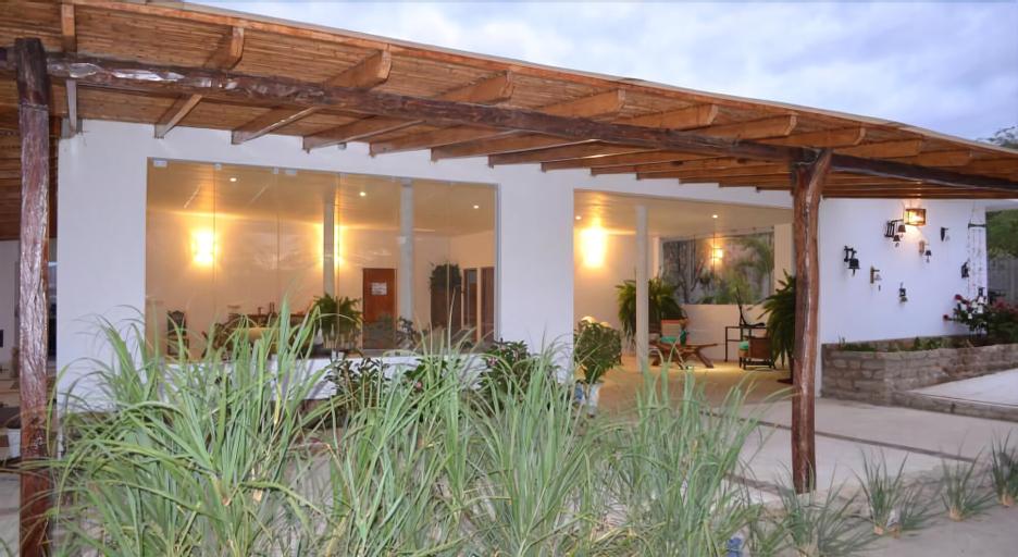 Punta Mero Eco Suites, Contralmirante Villar