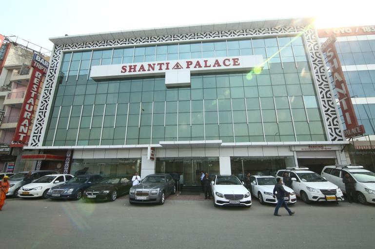 Hotel Shanti Palace, West