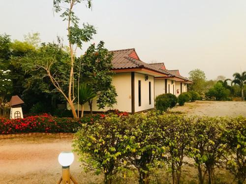 สวนไผ่รีสอร์ท, K. Nong Ma Mong