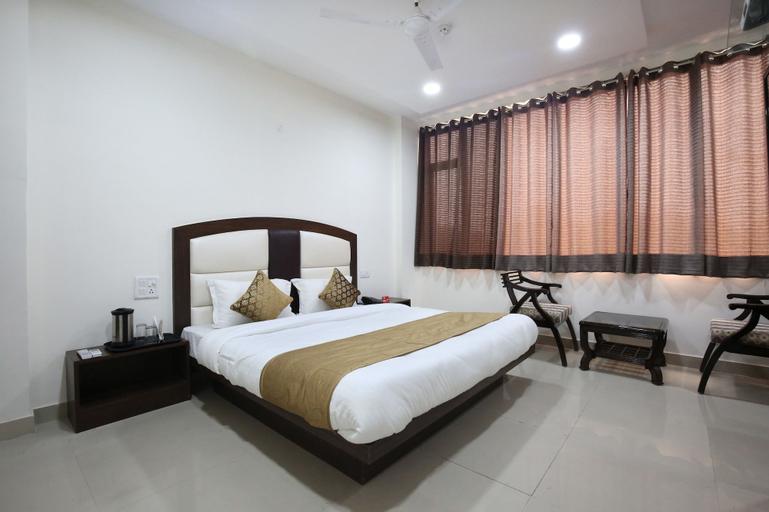 Vaccinated Staff - OYO 4856 Hotel The Benz, Sahibzada Ajit Singh Nagar