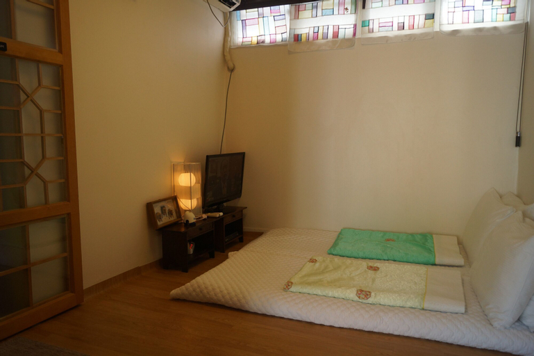 Bukchon Guesthouse, Jung