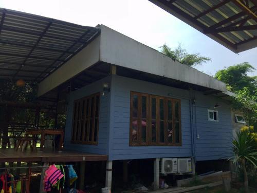 บ้านริมน้ำเขื่อนแก่งกระจาน, Tha Yang