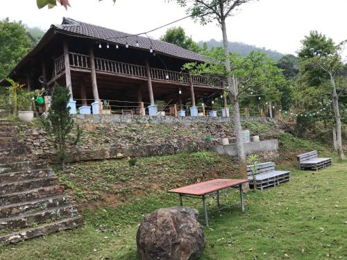 Eirene Charlet, Kỳ Sơn