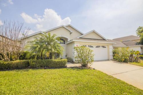 Incredible Creekside Home by IPG Florida, Osceola
