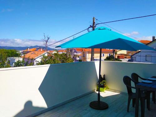 Independent house near Estoril with terrace, Cascais