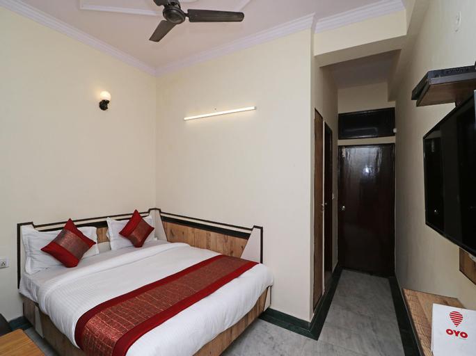 OYO 12419 Hotel Silver Shine, West