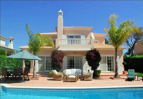 Vale do Garrao Villa Sleeps 8 Pool Air Con WiFi, Loulé