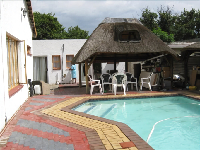 Mohlongwafatshe Guest House, Fezile Dabi