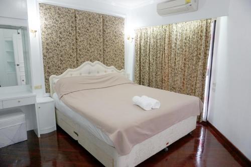 Grand Diamond Condominium, Ratchathewi