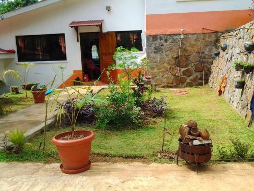 House with 3 bedrooms in Victoria with wonderful mountain view furnished garden and WiFi 10 km from ,