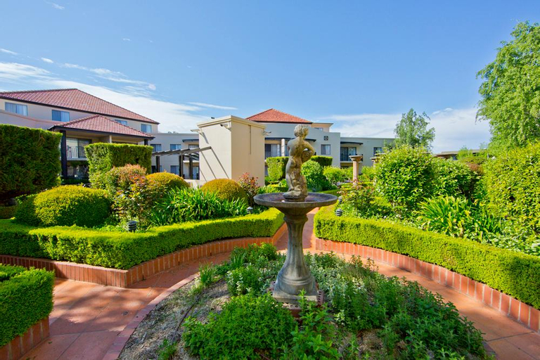 Accommodate Canberra - The Griffin , Kingston