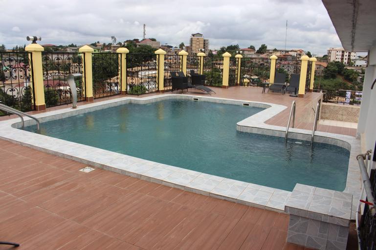 Safyad Hotel, Mfoundi