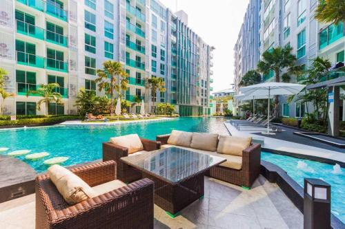 Luxury One Bedroom Condo with Pool View - City Center Residence Pattaya, Pattaya