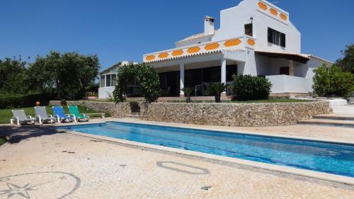 Casa Esperanca - carefree living with pool and great views, Olhão