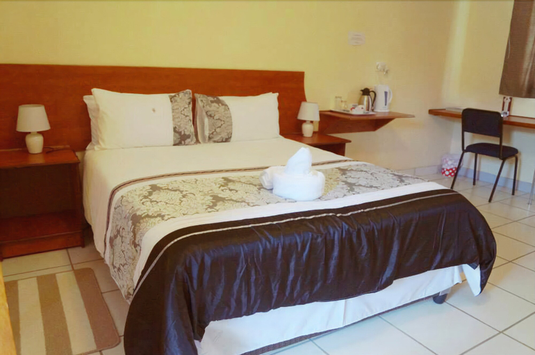 Qhwigaba Guest Lodge, Ngamiland East