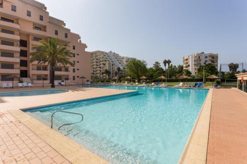 BeHappy SUN PARADISE, BEACH 150mts, Beautiful & Modern w AC & Smart TV, Portimão