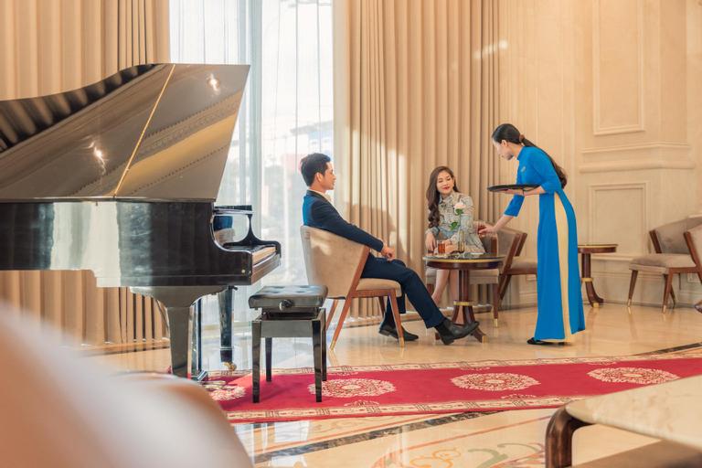 The Shine Hotel, Ngô Quyền