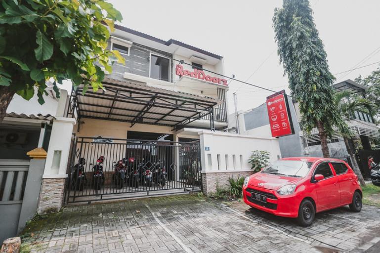 RedDoorz @ Mayjen Sungkono, Surabaya