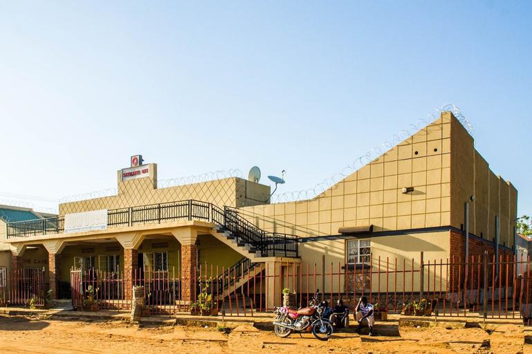Satellite One Hotel, Padyere