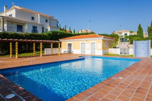 One Bedroom Fantastic sunset by the swimming pool, lift and garage!, Silves