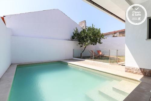 Parede Villa with Swimming Pool by Homing, Cascais