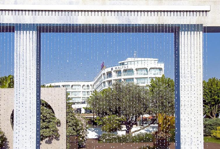Malpas Hotel & Casino,