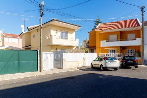 House with 2 bedrooms in Parede with enclosed garden and WiFi, Cascais
