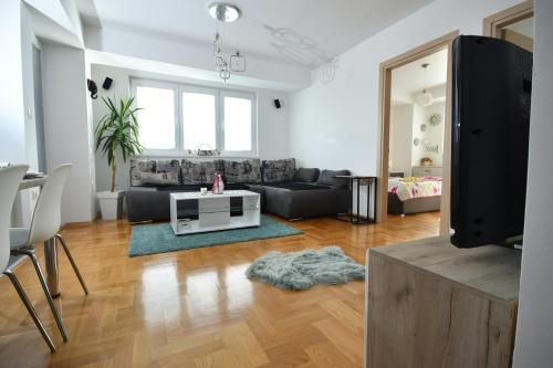 New, Modern & Luxury Apartment in the City,