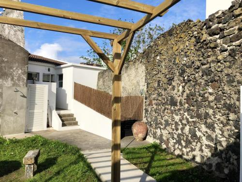 House with 2 bedrooms in Ribeira Grande with wonderful city view enclosed garden and WiFi, Ribeira Grande