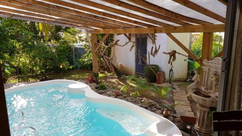 Apartment with one bedroom in Le lamentin with shared pool enclosed garden and WiFi 9 km from the be, Le Lamentin