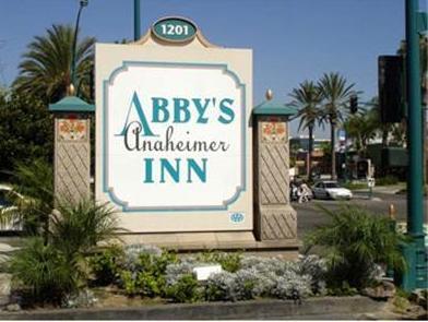 Abby's Anaheimer Inn - Across Disneyland Park, Orange