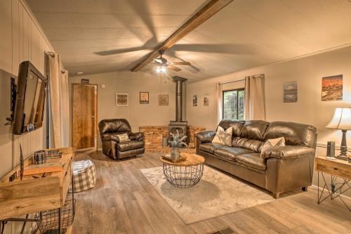 Cozy Outdoor Hub with Fire Pit 1mi to Mt Rainier NP, Pierce