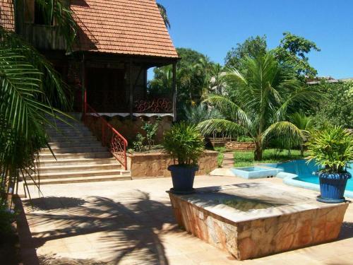 Casa Del Coconut, Lambaré