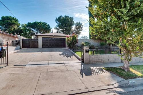 Sparkling Clean, Cozy Spacious Home, Great for Families, San Bernardino