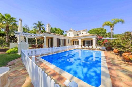 Quinta do Lago Villa Sleeps 6 with Pool Air Con and WiFi, Loulé